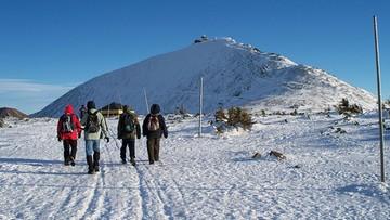 Zamknięto szlaki na Śnieżkę. Ryzyko zerwania dachu na obserwatorium