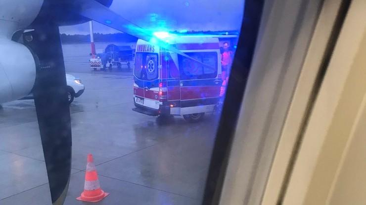 Na pokładzie samolotu zemdlał pasażer. Pomocy udzielił mu Bartosz Arłukowicz