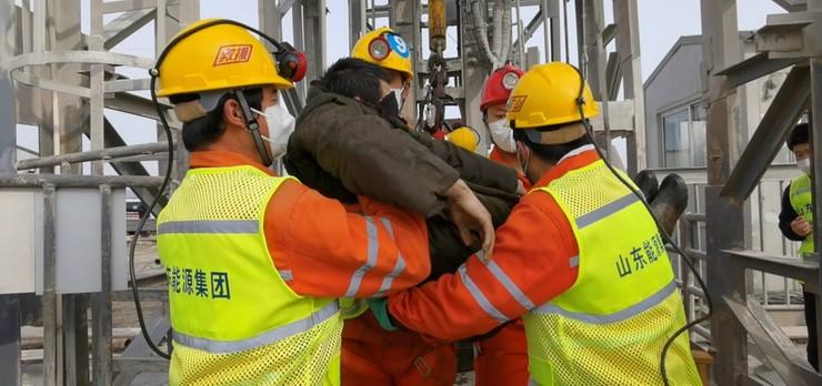 Dwa tygodnie pod ziemią. Uratowano 11 górników uwięzionych w kopalni złota