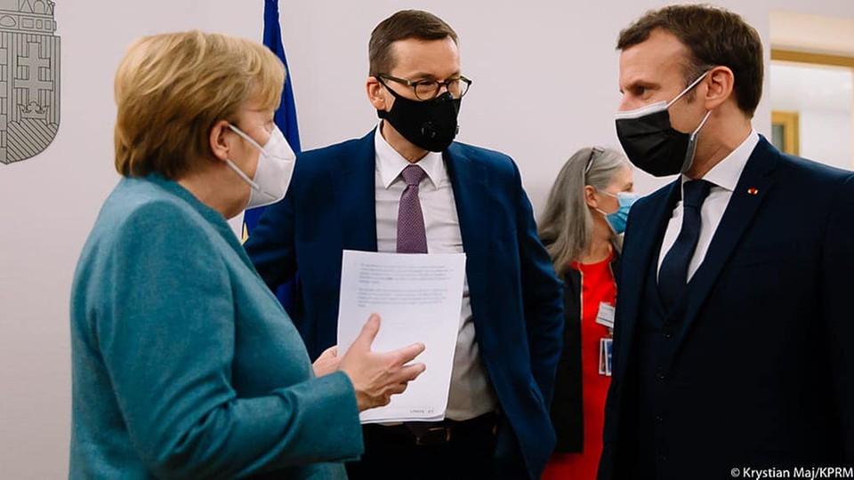 Kanclerz Niemiec Angela Merkel, prezydent Francji Emmanuel Macron i premier Polski Mateusz Morawiecki
