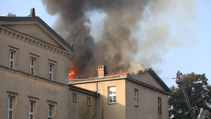 Pożar szkoły w Lublińcu. W akcji 20 zastępów strażaków [WIDEO]