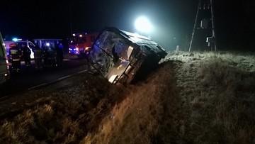 Urwane koło ciężarówki uderzyło w autobus. Nie żyje kierowca