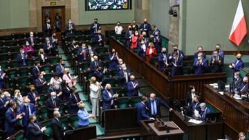 Zjednoczona Prawica na czele, Polska 2050 Szymona Hołowni przed KO