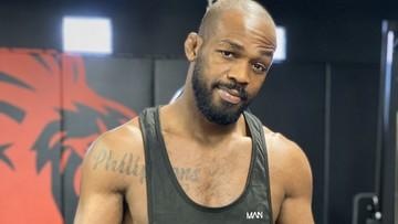 """Gwiazdor UFC do Jonesa: """"Człowieku, ludzie nie dostają więcej pieniędzy"""""""