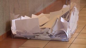 Warszawa: w trzech lokalach wyborczych frekwencja miała wynieść 100 proc. PKW: komisje się pomyliły