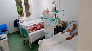 Mniej zgonów niż przed tygodniem, wzrost liczby zachorowań. Dane ministerstwa