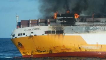 Pożar na pokładzie statku. Uratowano załogę, jednostka zatonęła