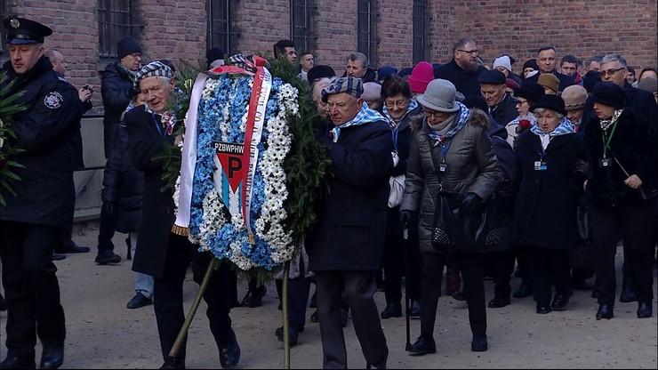Uroczystości przed Ścianą Śmierci w obozie Auschwitz