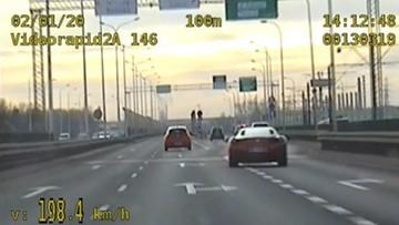 Zapomniał, że nie jest na torze. Kierowca ferrari pędził po Warszawie 200 km/h [WIDEO]