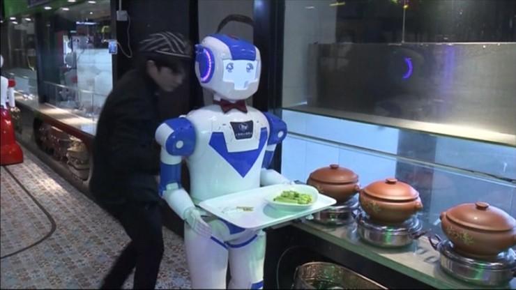 Robot w muszce poda kolację. Wyjątkowi kelnerzy