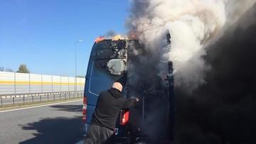 Bus zespołu BOKKA zapalił się na drodze. Spłonął sprzęt muzyczny