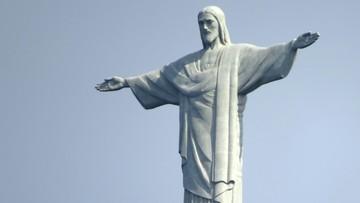 Statua Chrystusa w Rio de Janeiro i egipskie piramidy - w biało-czerwonych barwach 11 listopada