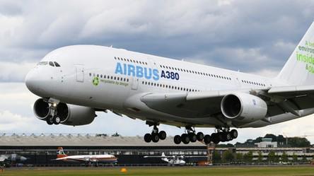 Pierwsze Airbusy A380, największe samoloty pasażerskie świata, trafiają na złomowisko