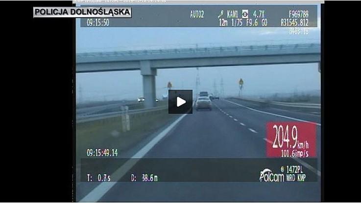 Na liczniku 206 km/h, z tyłu radiowóz na sygnale, a ona dalej uciekała