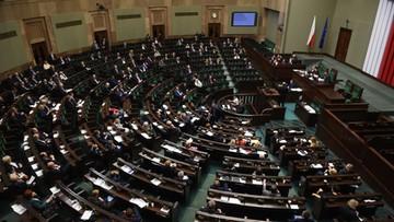 Projekt PiS ws. billingów i kontroli operacyjnej trafił do komisji