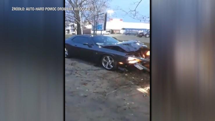 Miał wyczyścić felgi, rozbił sportowe auto warte 200 tys. zł