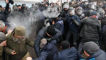 List gończy za Saakaszwilim. Nad ranem policja szturmowała miasteczko namiotowe jego zwolenników