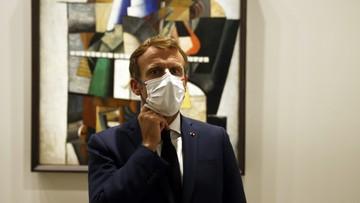 Kody sanitarne QR prezydenta i premiera Francji w internecie