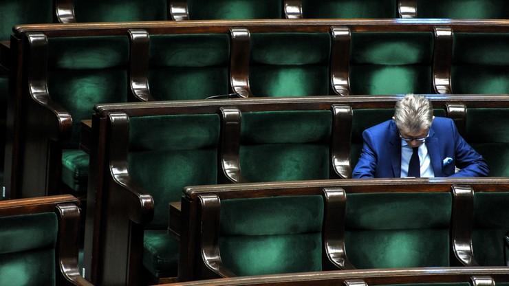 Komisja sprawiedliwości obraduje nad odwołaniem Piotrowicza