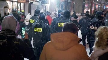 """""""Kilka tysięcy osób na Krupówkach, 7 zatrzymanych"""". Policyjne dane z Zakopanego"""