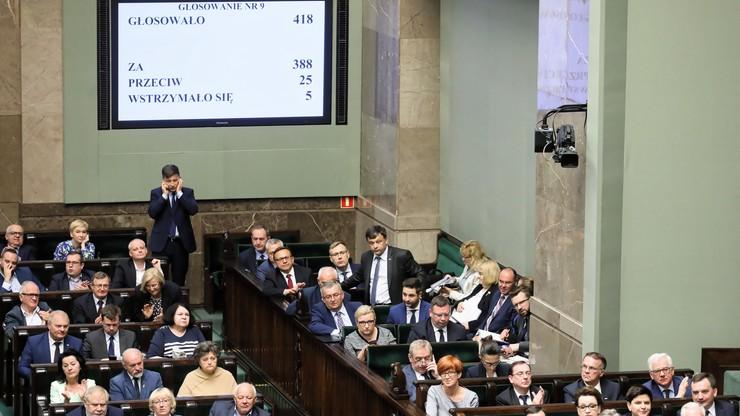 Sejm w trybie pilnym przyjął zmiany w noweli ustawy o IPN. Zajęło mu to 1 godz. 29 min.