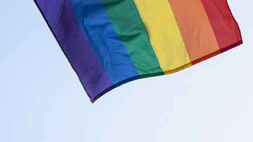 Tęczowe chorągiewki reklamowały Marsz Równości. Sprzeciw był tak duży, że zostały zdjęte