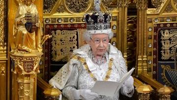 Królowa Elżbieta wróciła do pełnienia obowiązków. Cztery dni po śmierci męża