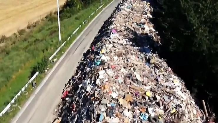 Autostrada śmieci w Belgii. 90 tysięcy ton odpadów leży na 8 kilometrach dwupasmówki [WIDEO]