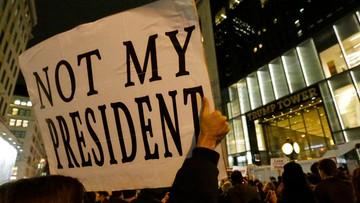 """""""Garstka mazgajów"""" - Giuliani o protestujących przeciwko Trumpowi"""