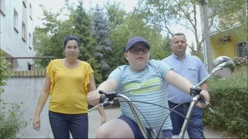 Przemek cierpi na zanik mięśni. Fundacja Polsat zapewniła mu rehabilitację