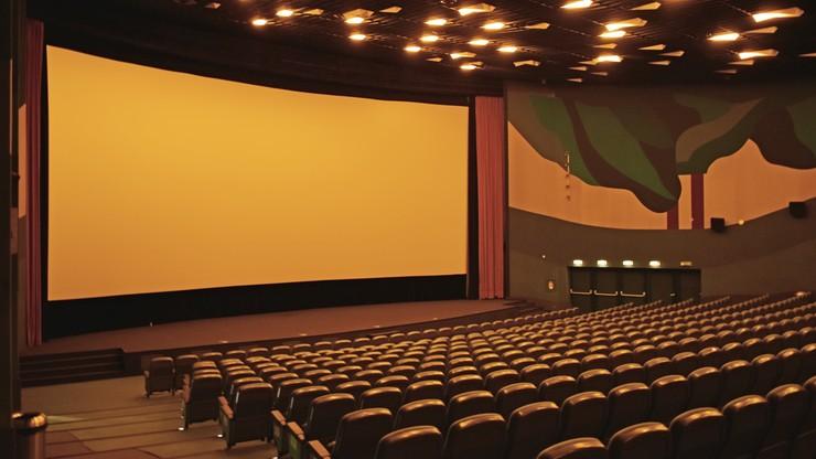 Odwołano wszystkie imprezy masowe. Co z kinami, teatrami i meczami?