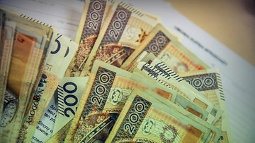 Policja zapytała, kto zgubił na ulicy 2,5 tys. złotych. Po gotówkę zgłosiło się... kilku chętnych