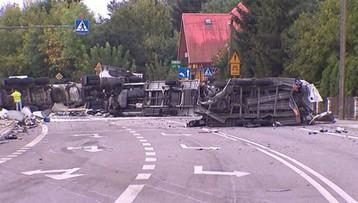 W wypadku w Bełżcu zderzyły się cysterna, laweta i trzy auta osobowe. Zginęły dwie osoby