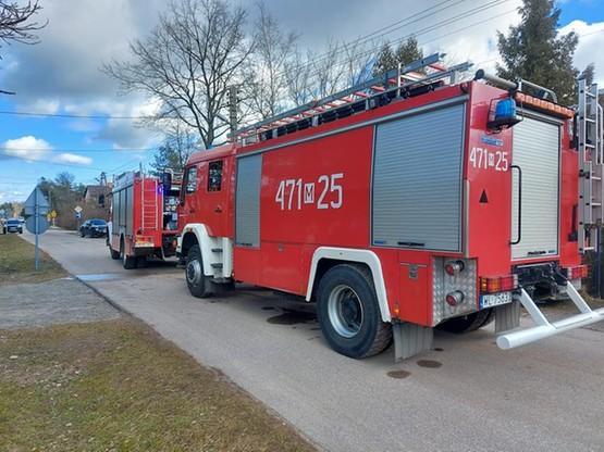Na miejsce przyjechały cztery zastępy strażaków.