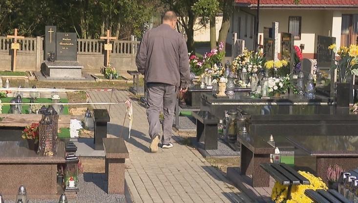 Zbyt drogie miejsca na cmentarzu. Mieszkańcy pozywają kurię