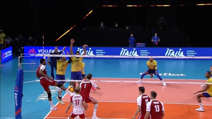 Niesamowita asekuracja Wilfredo Leona! Podbił piłkę nogą... w powietrzu (WIDEO) - Polsat Sport