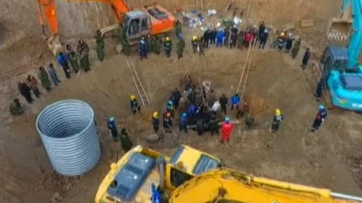 Pięciolatek wpadł do 40-metrowej dziury. Szukają go czwartą dobę