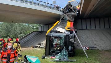 """Autobus miejski spadł z mostu w Warszawie. """"Chroniłam córkę własnym ciałem"""""""