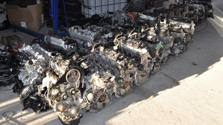 """81 silników, 35 skrzyń biegów i dwie skradzione toyoty w zlikwidowanej """"dziupli"""""""
