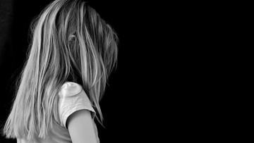 10-latka upuściła niemowlę, później na nie nadepnęła. Za śmierć dziecka odpowie jak dorosła