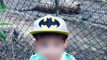 """""""Ważne, że jest fotka"""". Matka chwali się zdjęciem dziecka z wybiegu dla tygrysów w poznańskim zoo"""