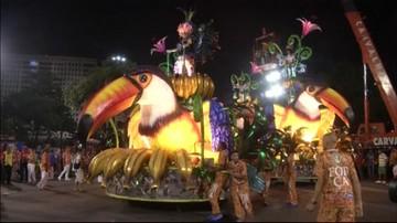 Finezyjne stroje, piękne kobiety i taniec. Trwa karnawał w Rio