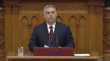 Kary za pomoc nielegalnym imigrantom i poprawka o zgromadzeniach. Orbán chce zmienić konstytucję