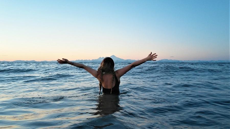 Kąpiel w lodowatym Pacyfiku. Fot. Joanna i Gabriela.