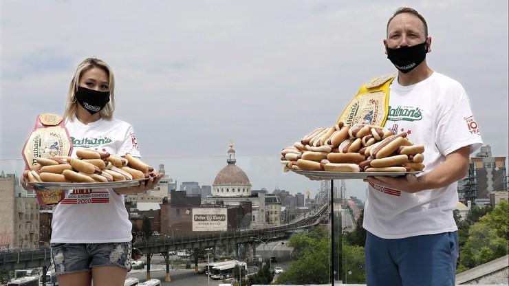 Rekord świata w jedzeniu hot dogów. 75 bułek w 10 minut