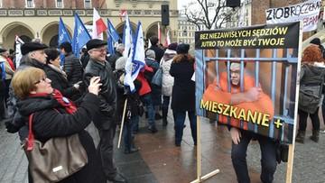 """""""Ziobro czeka Trybunał Stanu"""". Demonstracje KOD przeciwko reformie KRS"""