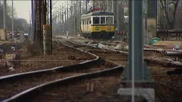 Pseudokibice zatrzymali pociąg, obrzucali dworzec kamieniami i postanowili uciec