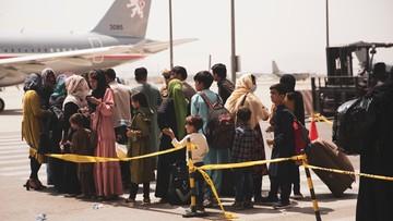 Talibowie utrudniają Australijczykom wstęp na lotnisko. Ignorują paszporty