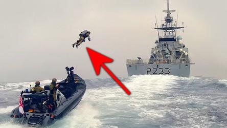 Zobacz szybki atak żołnierza Royal Marines w plecaku odrzutowym na okręt [WIDEO]