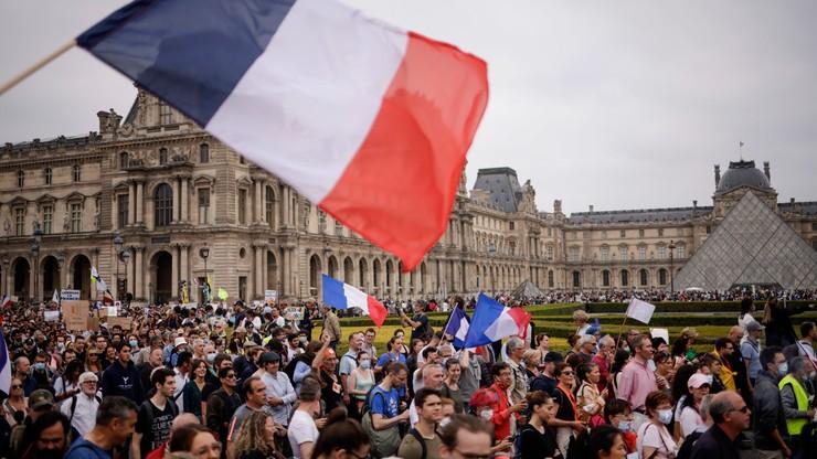 Francja. Demonstracje przeciw obowiązkowi szczepień i zaświadczeniom sanitarnym